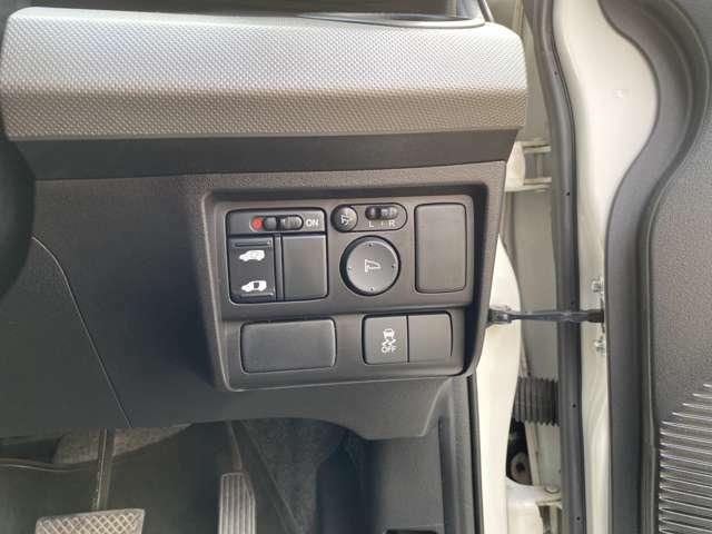 【運転席操作部】各種ボタンがあります。