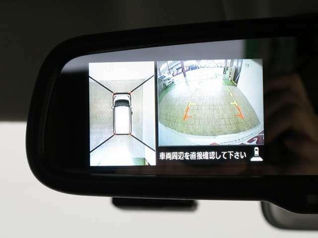 【アラウンドビューモニター】白線や駐車車両をナビゲーション画面(またはルームミラーのディスプレイ)に表示。駐車しているクルマとの位置関係がひと目でわかって安心です♪