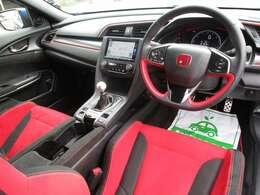 運転席も広々!タイプR仕様の赤いシート!かっこいいですね!