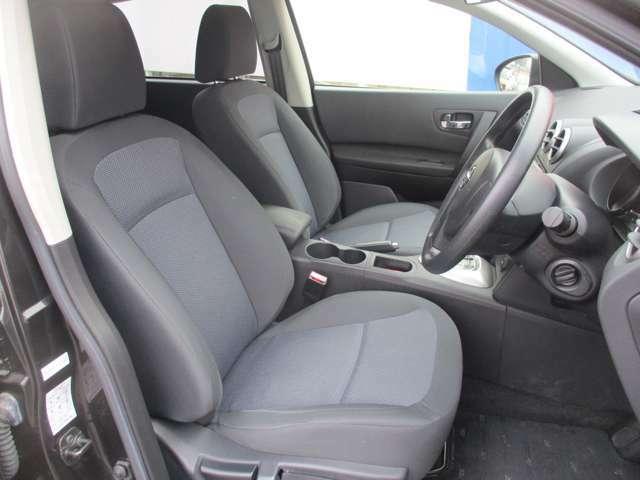 運転席も広いので、長距離の運転でも快適に過ごせますよ♪