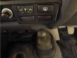 「2WD⇔4WD切替」手元の操作で4WDと2WDが切り替えられます!