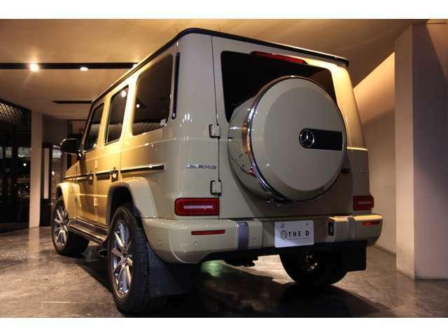 背面タイヤ下にはバックカメラが格納されています。使用時以外は格納されている為スマートですね!