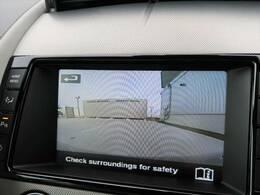 【リアビューカメラ装備】バックカメラを搭載。後退時の後方確認も楽で安心して駐車していただけます。フロント・バックソナーも内蔵されており障害物を検知し知らせます。