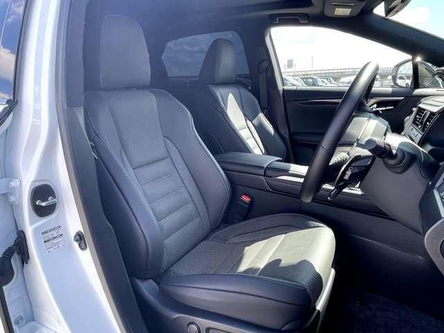 高品質でデザイン性の高いシート。シートヒーター、ベンチレーションシートは標準装備です。
