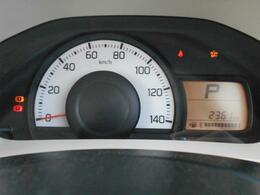 シンプルなスピードパネル。必要な情報を表示します。