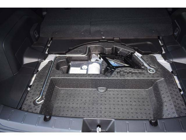 荷室下には便利な収納がございます。普段はあまり使用しないが、車に関しての道具などを積んでおけます。