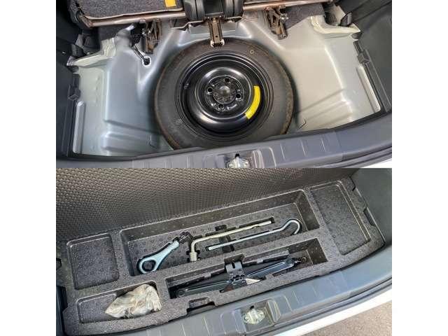 車載工具にスペアタイヤ。