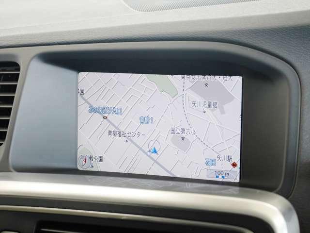 見やすいレイアウトに用意されたナビゲーションは大容量のHDDタイプです 地図データは詳細まで確認することができ、渋滞情報などの表示もスムーズです
