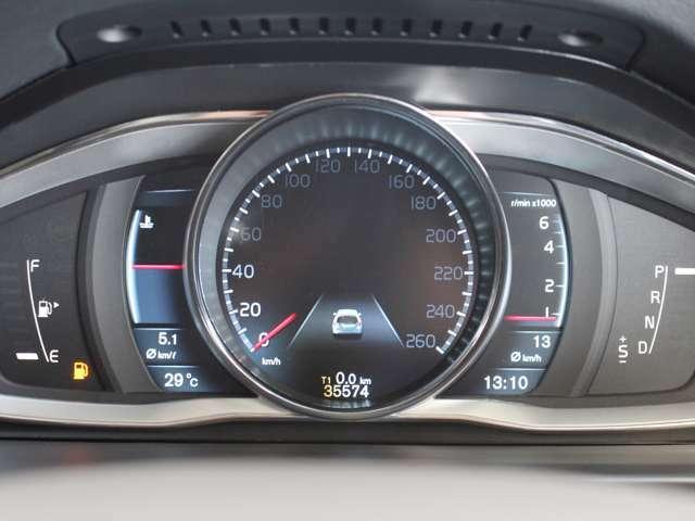 メーターはデジタル液晶パネルとなっており、瞬間燃費など多目的な表示ができます またメーターデザインを3種類から選択することができ、お好みのテーマを選択可能です