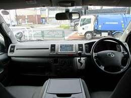 内装は使用感も少なく綺麗に保たれているお車になります