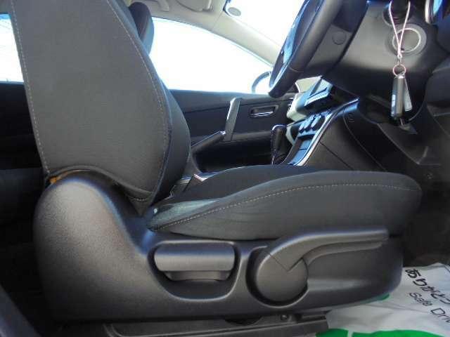 座面の高さを調整できるシートリフター付きです♪小柄の方でも視界を確保できます♪