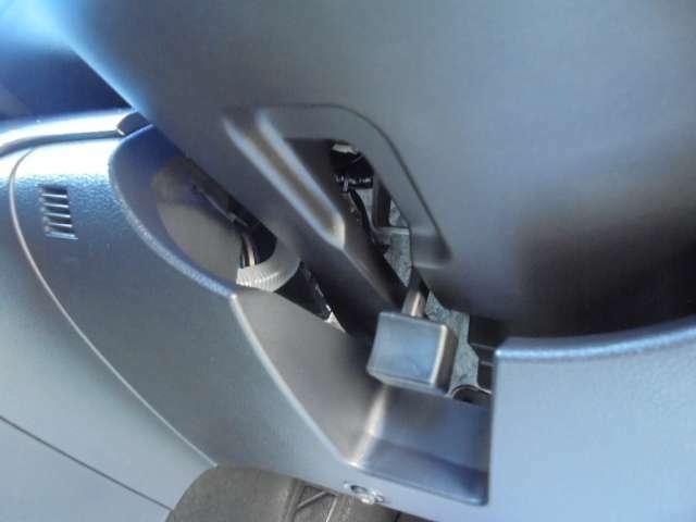 チルト&テレスコピックステアリング付きです♪チルトはハンドルを上下に、テレスコピックはハンドルを前後に調節する機能です。