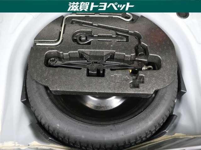 スペアタイヤ装着車です。もしもの時に安心ですね。