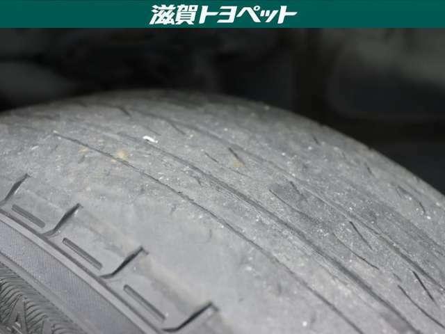タイヤの残り残量です。少し溝残量が少なくなっておりますが、ご安心してお乗りいただけます。