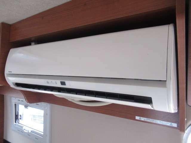 家庭用エアコン装備です!発電機・外部電源より使用が可能です♪