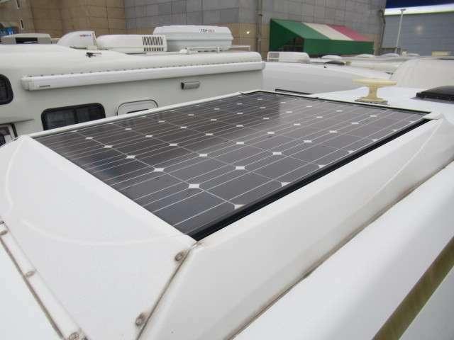 屋根にはソーラーパネル装備です!あると嬉しい装備ですね♪