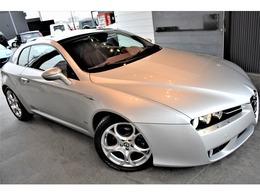 エクステリアは、OPカラーとなる「アルファシルバー」を選択。Eurodesign(FOGLIO)18インチアルミホイールをインストール。お洒落且つスポーツティな車両となっております。