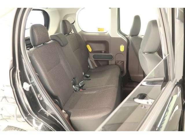 余裕たっぷりの頭上空間☆大人でも、車内で窮屈な思いをせずに着替えられます!