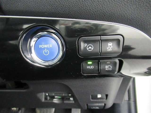 前方車両のランプや街路灯などの明るさを判定し、自動的にハイビームとロービームを切り替えることができる装置付いてます♪