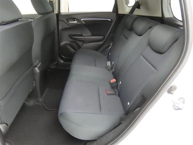 後席は、膝元に十分なスペースを確保!室内も専門のスタッフによる清掃済みでキレイです♪是非一度ご覧ください!