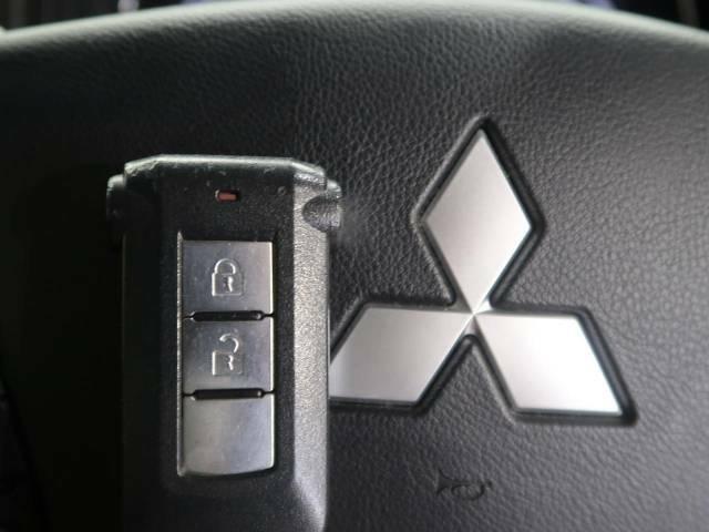 【オペレーションキー】カバンやポケットに入れたままでもドアの施錠・解錠が可能なスマートキーを装備。エンジンのオン・オフ時もカギを取り出す必要が無いからとっても便利です♪