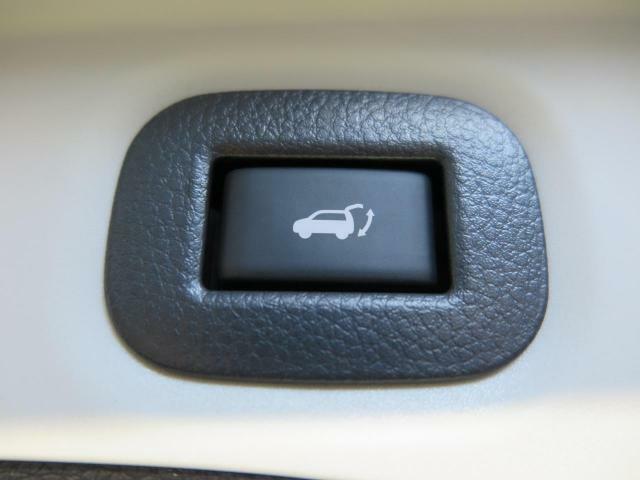 電動リアゲート★ボタン一つで開閉可能ですので、お子様や女性でも簡単に開閉できます★