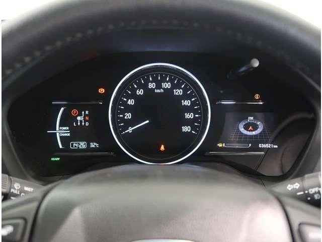 メーターはハイブリッド車ならではの、モーターのアシストメーターに、マルチインフォメーションが付いています。マルチインフォメイションは燃費計の表示がお奨めですよ♪