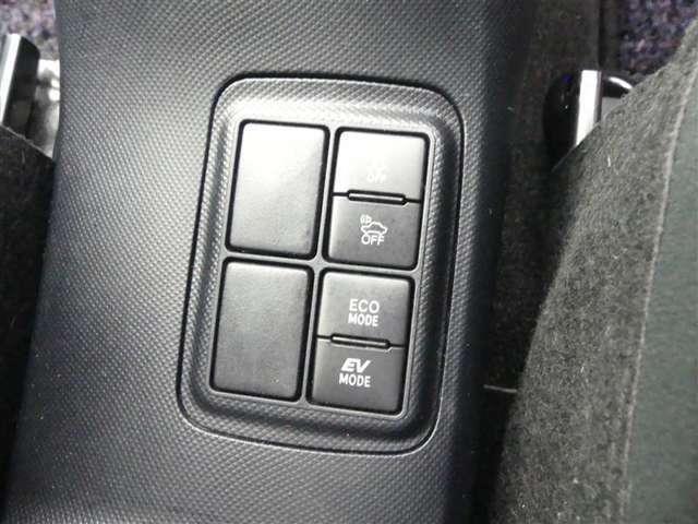 ガソリン代を節約したいッッ!!そんな貴方にオススメなハイブリット車♪エコドライブ始めませんか?更に燃費が向上するスイッチもついております