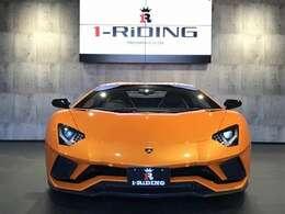 ボディーカラーは3コートパールオレンジカラーの、「アランシオ アトラス」です。