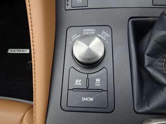 シーンに合わせて選べる「ドライブモードセレクト」
