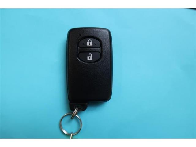 両手にたくさんの荷物をもっていても鍵を取り出す必要もなくドアハンドルに触れるだけでロック解除できます。