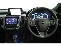 ドライバー目線の画像です。 各操作スイッチなども使いやすい位置に配置されています。