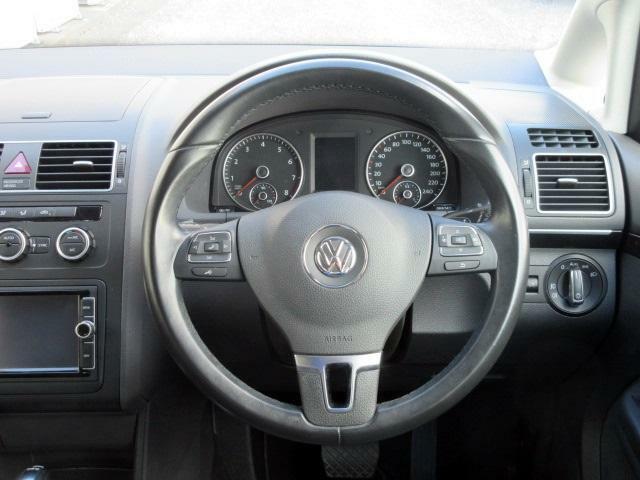 ステアリングから手を離さずオーディオ、通話、車両設定などを操作出来ます。