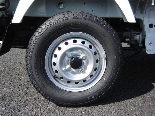 タイヤの販売もしております。各種メーカー取り扱いあり。お気軽にお問い合わせ下さい。TEL029-263-3245