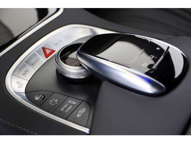 エアマティックサスペンションが採用されメルセデスらしい上質な乗り心地を実現させています。