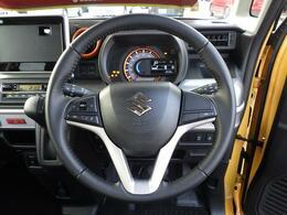 ステアリングスイッチつき。対応するナビゲーションを取り付けると運転中の音量調節もラクになります。