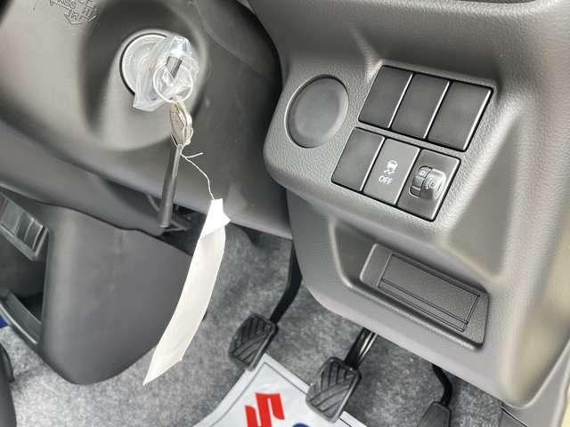 ☆運転席右側インパネには横滑り防止切り替えスイッチ、レベライザー付きでヘッドライトの光軸調整もてきます。