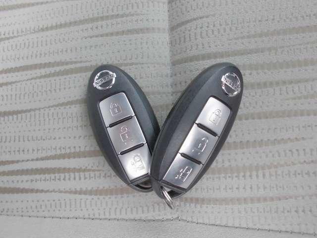 ★インテリジェントキー★バッグやポケットの中に入れたままでもドアのスイッチを押すだけでドア・バックドア・トランクを開閉可能。お買い物で手が塞がりがちな女性にも嬉しい装備です