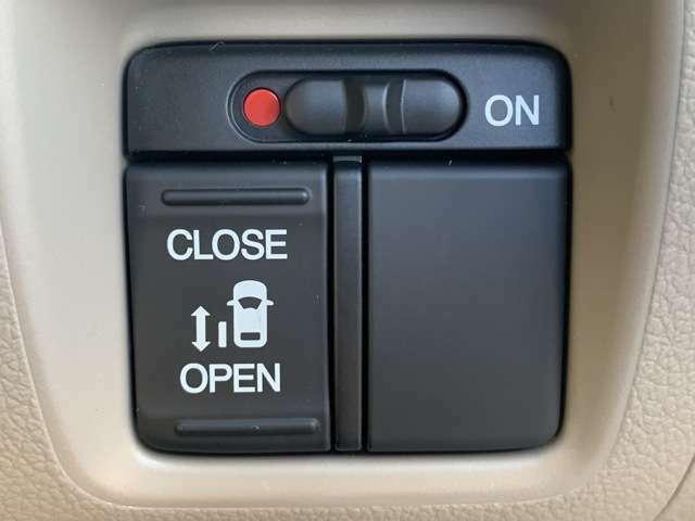 左側電動スライドドア装備☆ワンタッチでスライドドアの開閉が出来ます。また、キー操作で開閉も可能です。