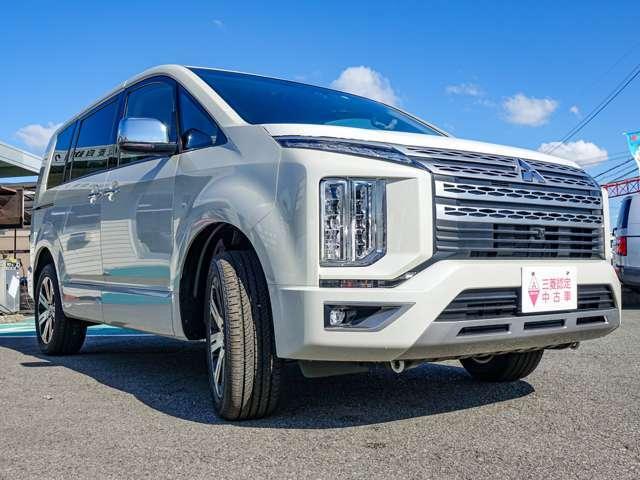 清楚な中から力強さを予感させるパールホワイトのボディーカラー。新車時は有料オプションカラーです