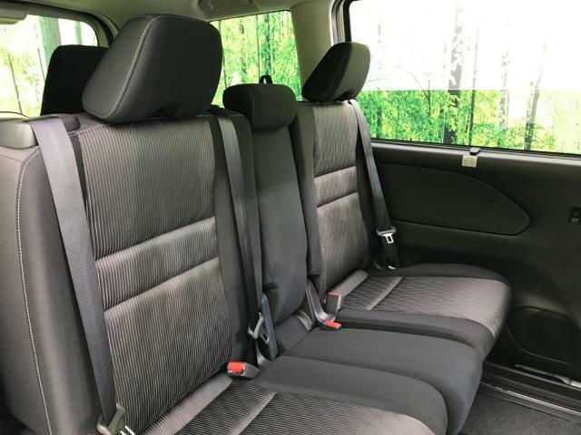 『セカンドシートの前後や、リクライニングも可能ですので、ゆったり座って頂けます♪大人でも快適に乗って頂けます♪』