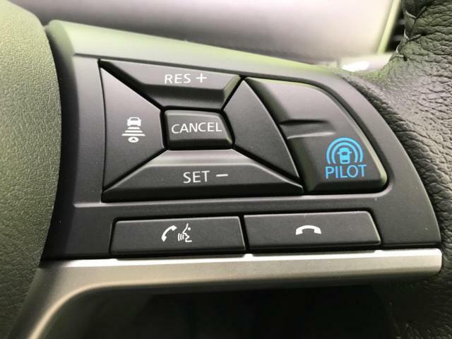 【プロパイロット】高速道路での、単調な渋滞走行と長時間の巡航走行セレナのプロパイロットは、この2つのシーンで、ドライバーに代わってアクセル、ブレーキ、ステアリングを自動で制御するシステムです♪