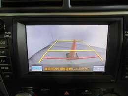 ≪バックカメラ≫ モニターを見ながら、安心して車庫入れやバック運転ができるので、車庫入れが苦手な方や大きな車を運転する際にも安心!現在のバックカメラは小型になってあまり目立ちません。
