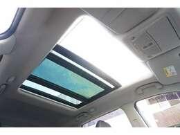 ★【パノラミックガラスルーフ】開放感溢れるドライブがお楽しみ頂けます!!★