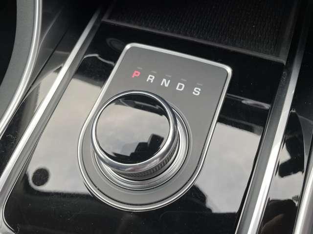 後期型8速ATは、パドルシフト&ドライブセレクターでトランスミッションを制御する「ジャガードライブセレクター」!