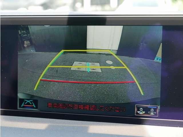 大画面に映し出されるバックカメラ画像は視認性もよく後方確認も安心です。