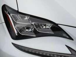 ヘッドライトはカッコいい3眼LEDライトです!