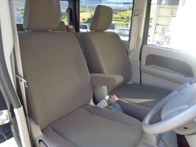 運転席シート、助手席シート共に汚れ等無く、とても綺麗な状態です。