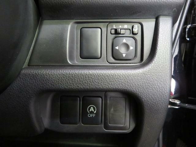 電動格納ミラーあり。駐車の時に便利です。またエコアイドルスイッチ付。燃費良いです。