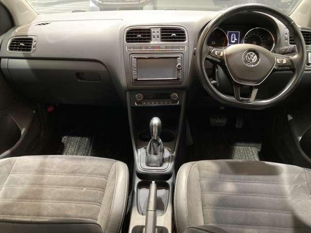 シンプルな運転席でスッキリとした視界です